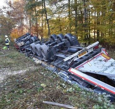 Schwerer LKW-Unfall BAB 93